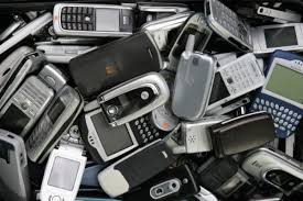 This is a picture off older flipphones, blackbery phones, and early smartphones. The image is from 2017 and was taken by Chris Jackson, a photographer.